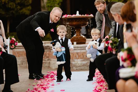 Свадьба без слез: чем занять на празднике детей